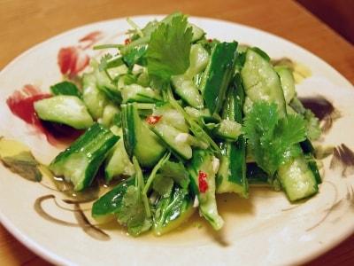 食べたくなるベトナム料理レシピ……きゅうりと香菜の和えもの