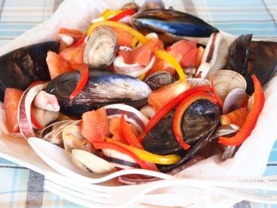 イタリアの紙包み焼き、魚介と野菜のカルトッチョ