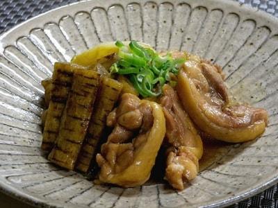 コトコト煮るだけ、味が染みたネギと鶏とごぼうの煮物