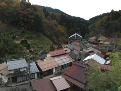 菅谷たたら山内を望む