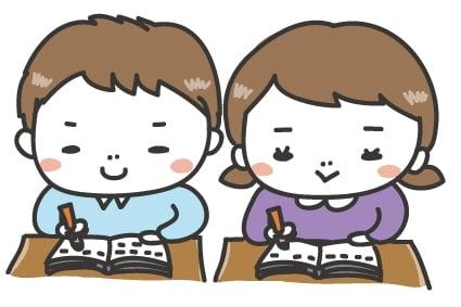 【カラー】張り切ってノートをとる子どもたちです。