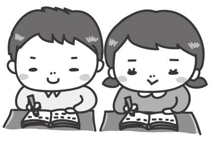 【モノクロ】張り切ってノートをとる子どもたちです。