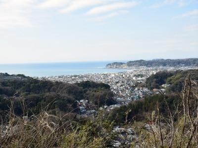 海と山に囲まれた鎌倉の街。衣張山(きぬばりやま)山頂より撮影