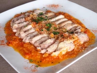 七味風味野菜ソースとふっくら蒸し鶏