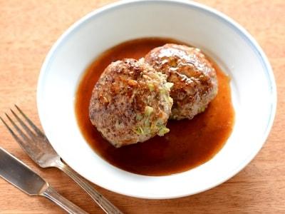 子供も喜ぶ合い挽き肉レシピ! 春キャベツ入り和風ハンバーグ