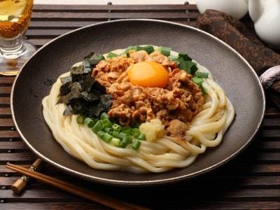 話題の「肉麺」はうどんで! 混ぜ混ぜスタミナうどん