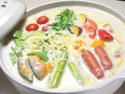 彩り野菜のクリーム鍋レシピ……ホワイトソースで簡単!