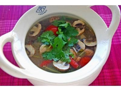 透明トムヤムスープのレシピ……さっぱり味が美味しい!