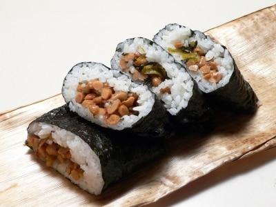 味付け簡単で汁漏れなし、ねばねば納豆おにぎらず