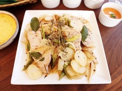 野菜の旨みとハーブが香る 豚肉と野菜のハーブ蒸し