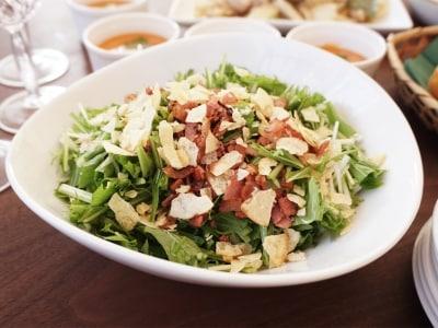 ポテトチップスが合う!水菜とベーコンのカリ旨サラダ