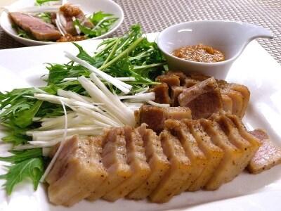 おもてなし料理の簡単レシピ!いつもの塩豚を華やかに