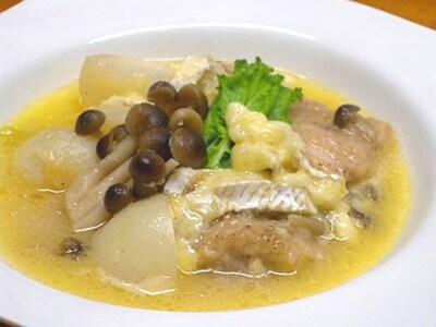鶏肉と季節の野菜のカマンベールチーズ煮込み