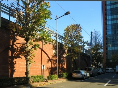 JR中央線高架の赤煉瓦壁undefined