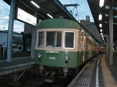 鎌倉駅に停車中の江ノ電