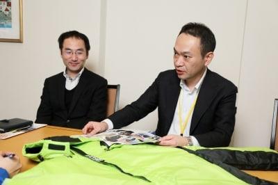 ワークマン商品部の中村氏(左)と八木氏(右)