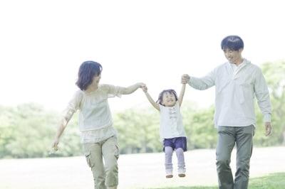 親に愛された記憶がないから、自分に自信が持てないと語る