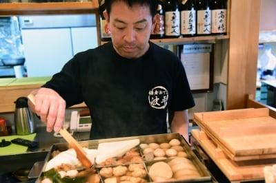 代表の波木井宏幸さん。地元神奈川県の素材を使ったおでんも『波平』の名物だ