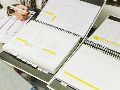 ジャケットとパンツのデザインイメージ。
