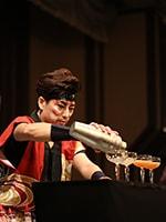 歌舞伎のパフォーマンスで魅了