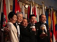 右から岸NBA会長、坪倉氏、酒向NBA副会長、中村氏、坪倉夫人