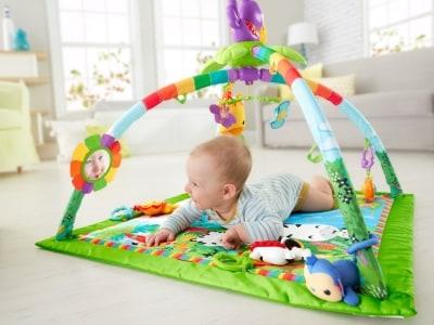 ミラーやラトル、歯固めなど、赤ちゃんの好奇心を刺激!