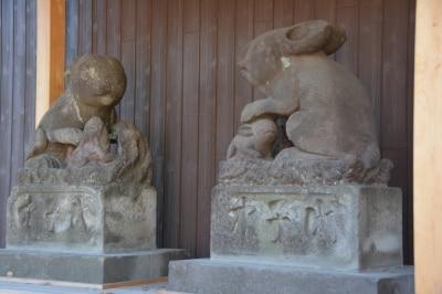 神社で最も大きな1対のウサギの石像