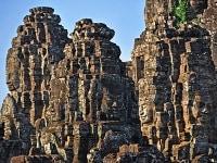 バイヨンの四面仏岩塔