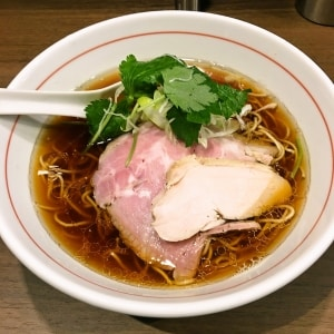 八咫烏ラーメン黒(醤油味)