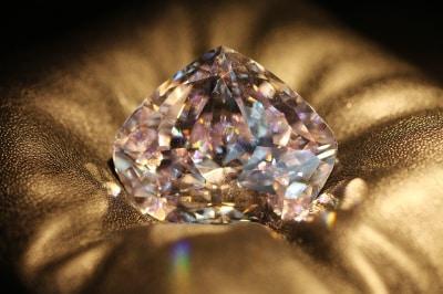 EXCELCODIAMONDの店舗ではセンティナリーダイヤモンドの実物大模型が展示されている