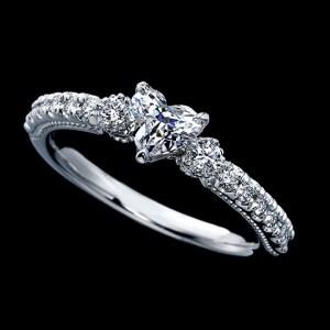 希少なファンシーカットの婚約指輪が揃うBeauChateauシリーズ。BeauChateauHEART(画像:エクセルコダイヤモンド)