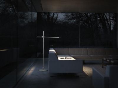 ダイソン照明とソファー