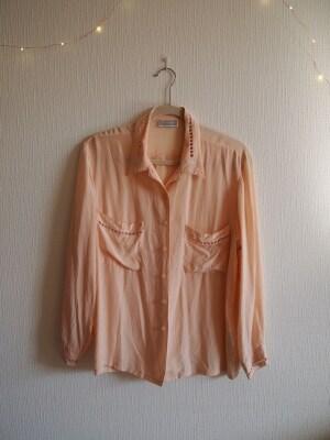 シルク100%のとろみ素材を使用したオーバーサイズシャツ