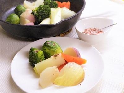 春の食卓に……桜塩の作り方とヘルシー蒸し野菜