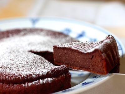 混ぜて焼くだけ、豆腐と板チョコで簡単ガトーショコラ
