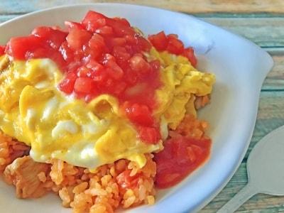 生トマトソースのオムライス!包まず簡単に作れるレシピ