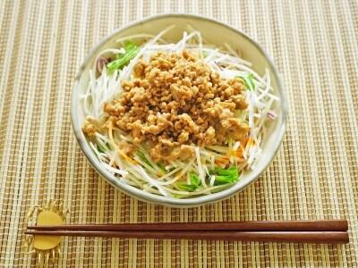 コンビニのカット野菜で簡単!ピリ辛坦々サラダ