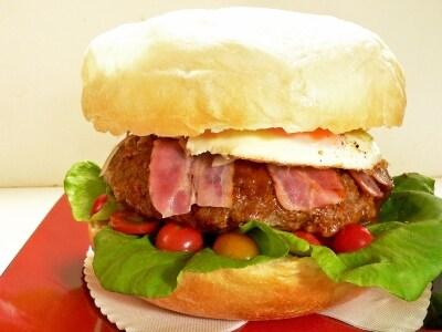 デカッ!炊飯器だから作れる、メガハンバーガー