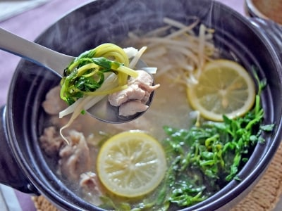 もやしと豆苗の塩レモン鍋。シンプル素材の時短レシピ