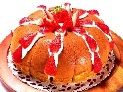 乳製品を使わない、カステラのいちごサンドケーキ