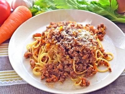 ボロネーゼを生トマトで作る!野菜たっぷりの人気パスタレシピ