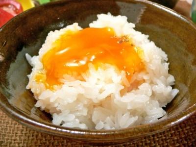 卵しかない日の朝定食、白だし漬け卵黄の卵かけご飯