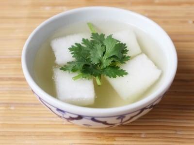 鶏ガラスープの素で簡単!冬瓜スープの作り方