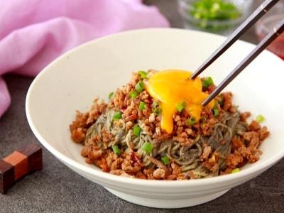 糖質オフ!こんにゃく麺で作る汁なし黒ゴマ坦々麺