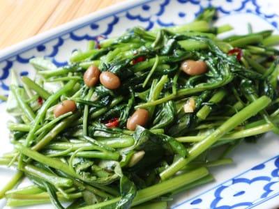 タイの空芯菜炒めの作り方!ちゃちゃっとできる簡単レシピ