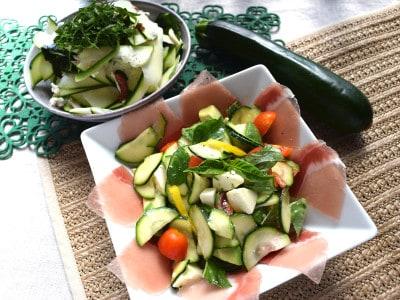 ズッキーニを生でサラダに!和と洋のサラダ2種