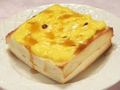 カスタードクリームを食パンに塗る! スクエアプリンパンレシピ
