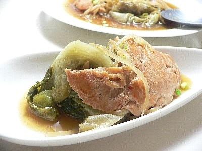 お釜で、レタスと鶏肉の蒸し煮