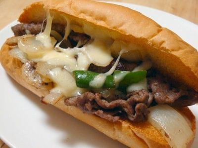 フィリーチーズステーキ風サンドイッチ