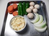 一緒に焼く野菜の下ごしらえをする